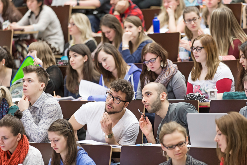 Students in lecture room. Photo: © University of Vienna